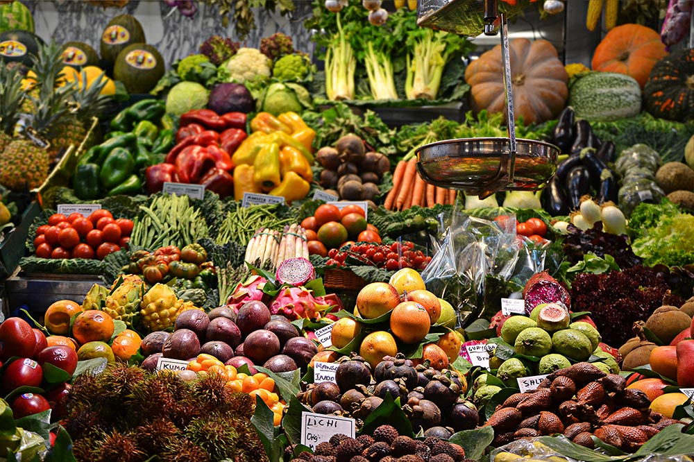 These food pairings can help fight cancer. A fruit and veg stall inna market