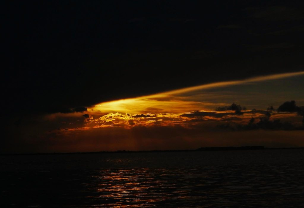 Is it worth backpacking Isla mujeres? The sunset from the north beach of Isla mujeres