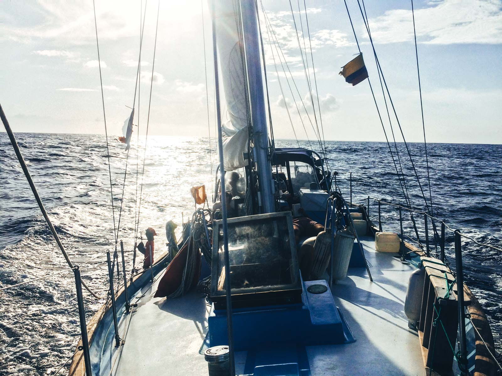 Sailing San Blas Islands the epic 5 day sea adventure. The Koala 2 boat out on the open ocean with a view of the mast and back of the boat