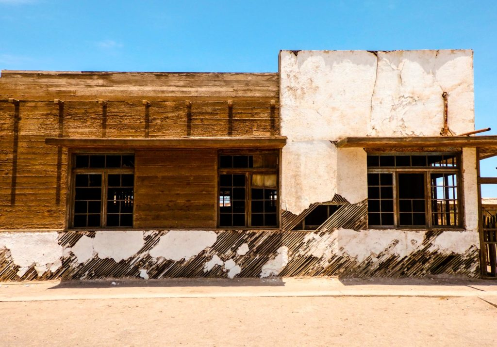 All you need to know for backpacking Iquique. The abandoned mine of Humberstone a run down building