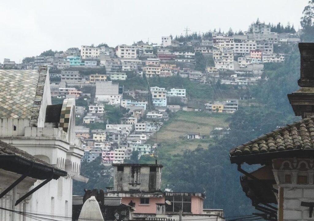 Why travelling Quito is like being with a woman. Ecuadorian housing on the side of a hill