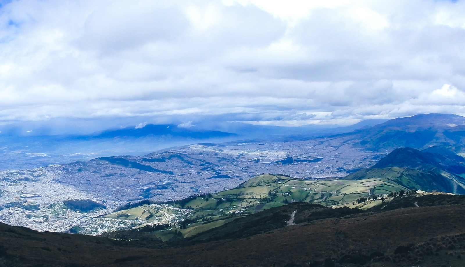 Travel to Medellin from Ecuador on the cheap