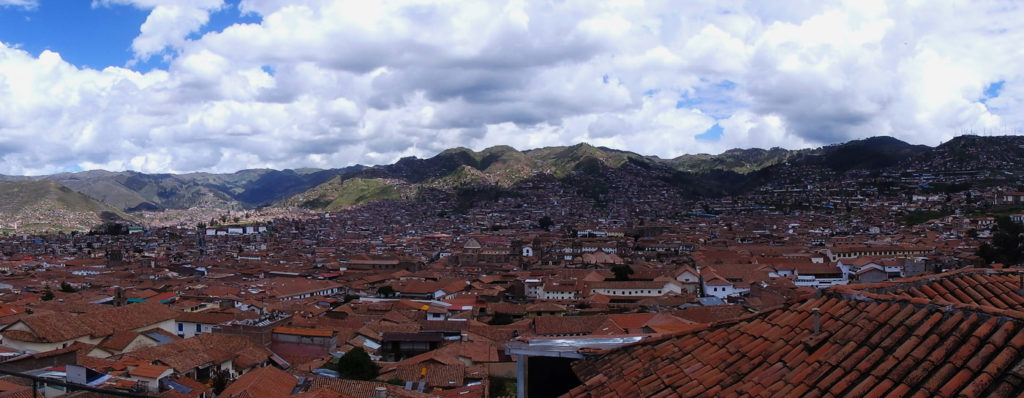 Why travelling Cusco is epic! Looking over the city of Cusco from a viewpoint